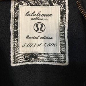 lululemon athletica Tops - Lululemon Scuba Hoodie Coal Black Orbit Lace sz 4